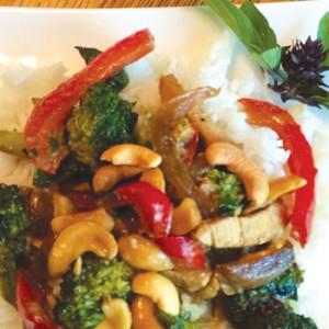 Thai Chicken with Red Pepper, Broccoli & Cashews